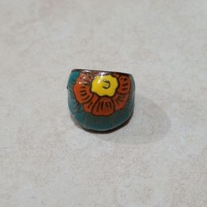 Chunky ring with flower design